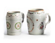 TWO CHINESE EXPORT PORCELAIN MUGS, LATE 18TH / EARLY 19TH CENTURY