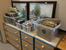 A LARGE LOT OF VINYL RECORDS