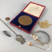 AN EDWARD VII COMMEMORATIVE BRONZE COIN AND OTHER ITEMS