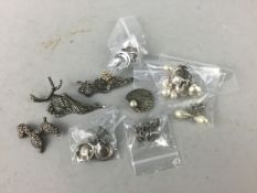 A COLLECTION OF SILVER AND MARCASITE JEWELLERY