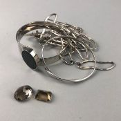 TWO UNMOUNTED SMOKY QUARTZ STONES, A SILVER BANGLE ALONG WITH A NECKLACE AND HARDSTONE BANGLE