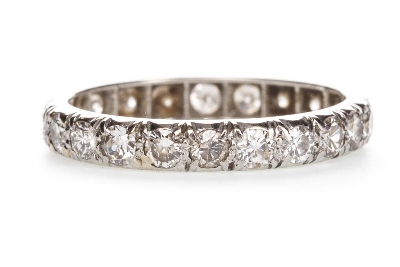 Lot 1337 - AN EARLY 20TH CENTURY DIAMOND ETERNITY RING