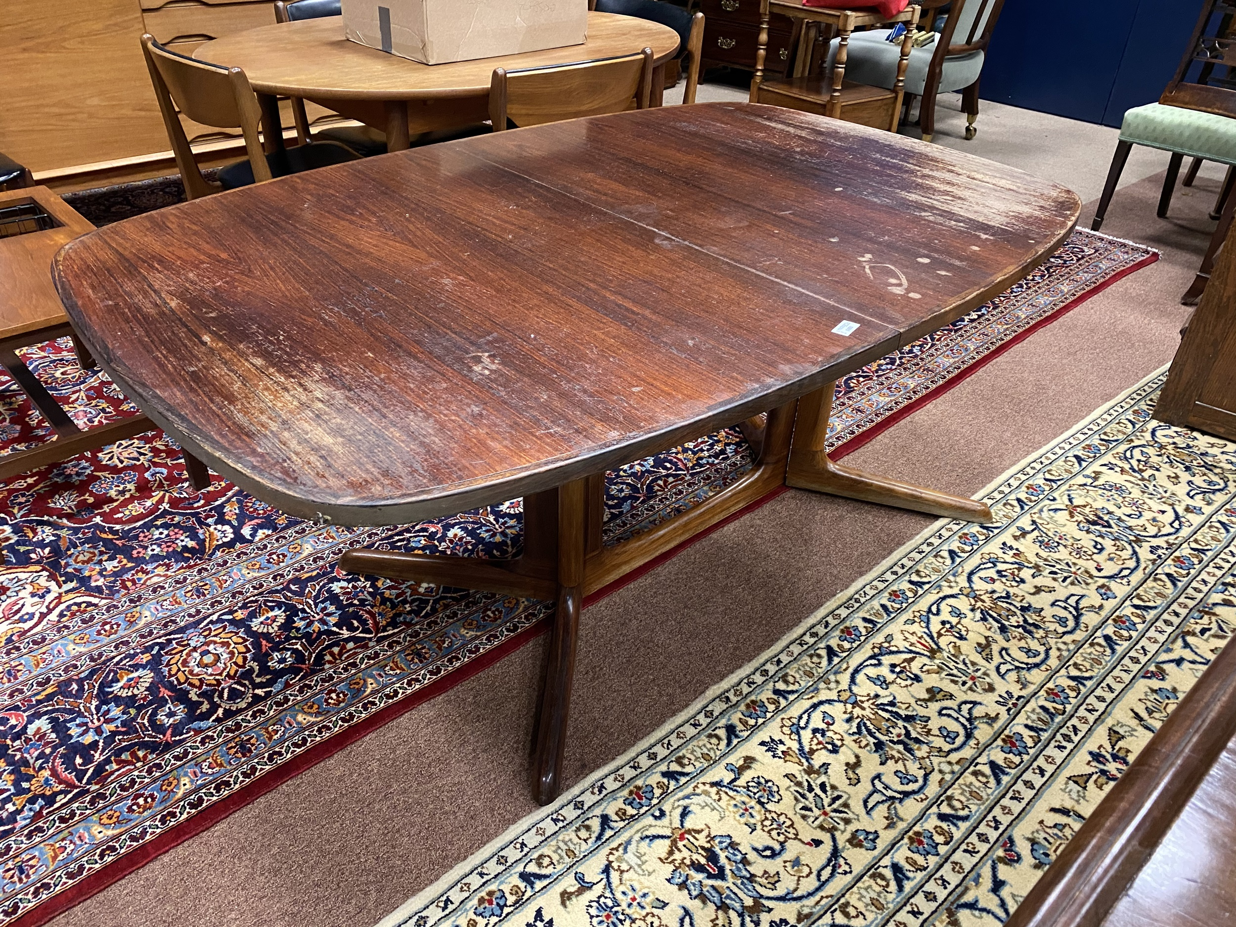 Lot 1451 - A RETRO ROSEWOOD EXTENDING DINING TABLE