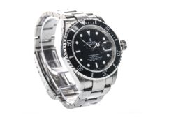 GENTLEMAN'S ROLEX OYSTER PERPETUAL DATE SUBMARINER STAINLESS STEEL AUTOMATIC WRIST WATCH