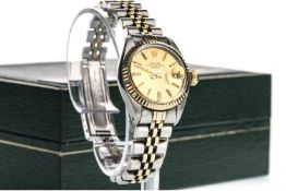 A LADY'S ROLEX OYSTER PERPETUAL DATE STAINLESS STEEL BI COLOUR AUTOMATIC WRIST WATCH
