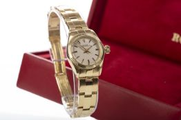A LADY'S ROLEX OYSTER PERPETUAL EIGHTEEN CARAT GOLD AUTOMATIC WRIST WATCH GOLD WATCH