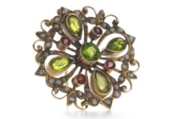 AN EDWARDIAN GEM SET BROOCH