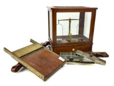 A SET OF CHEMIST'S SCALES BY OERTLING OF LONDON ALONG WITH ASSORTED MOULDS