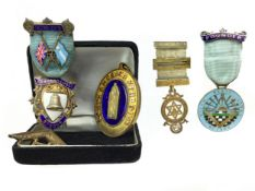 A COLLECTION OF SILVER GILT AND OTHER MASONIC JEWELS