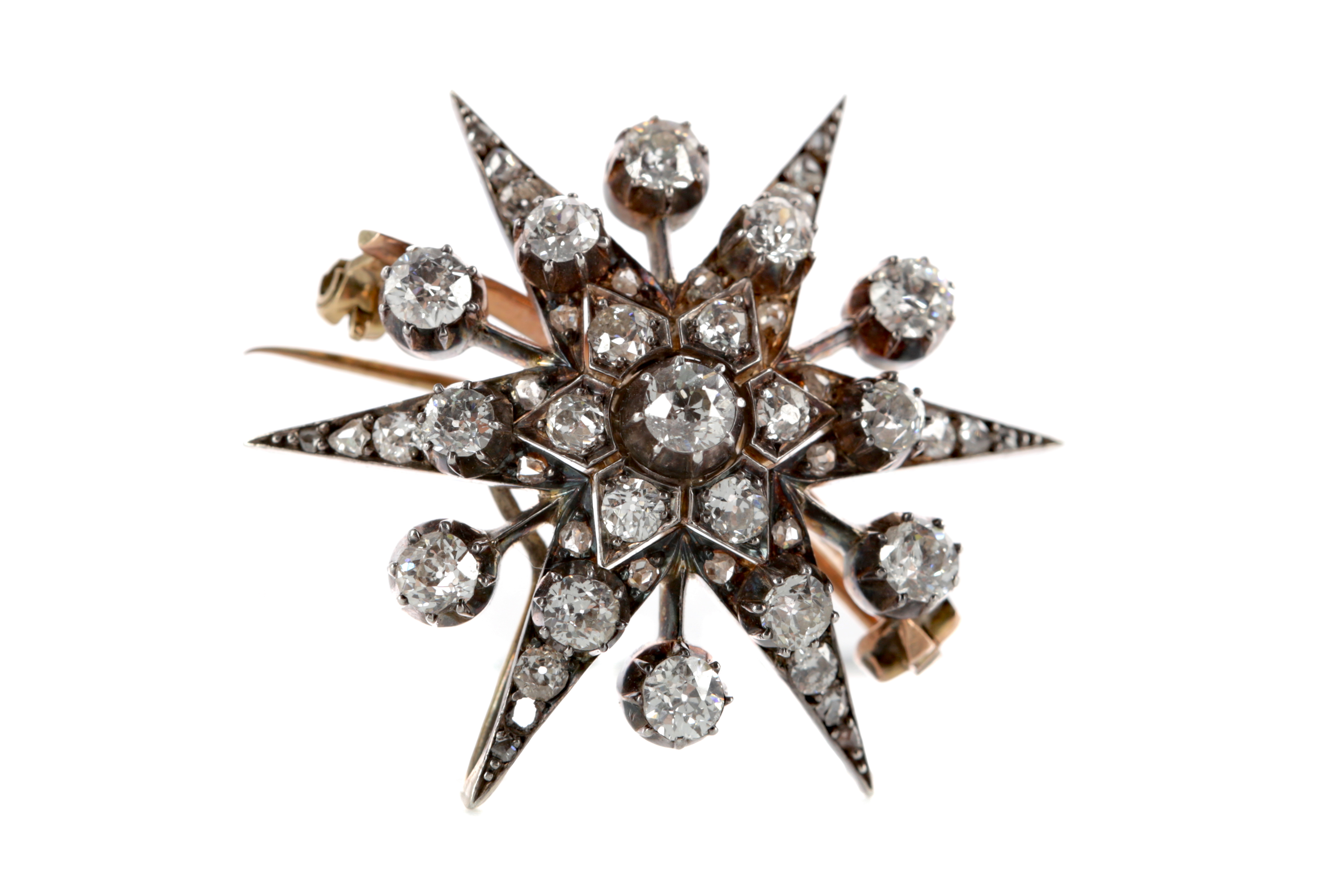 A DIAMOND SET STAR BROOCH