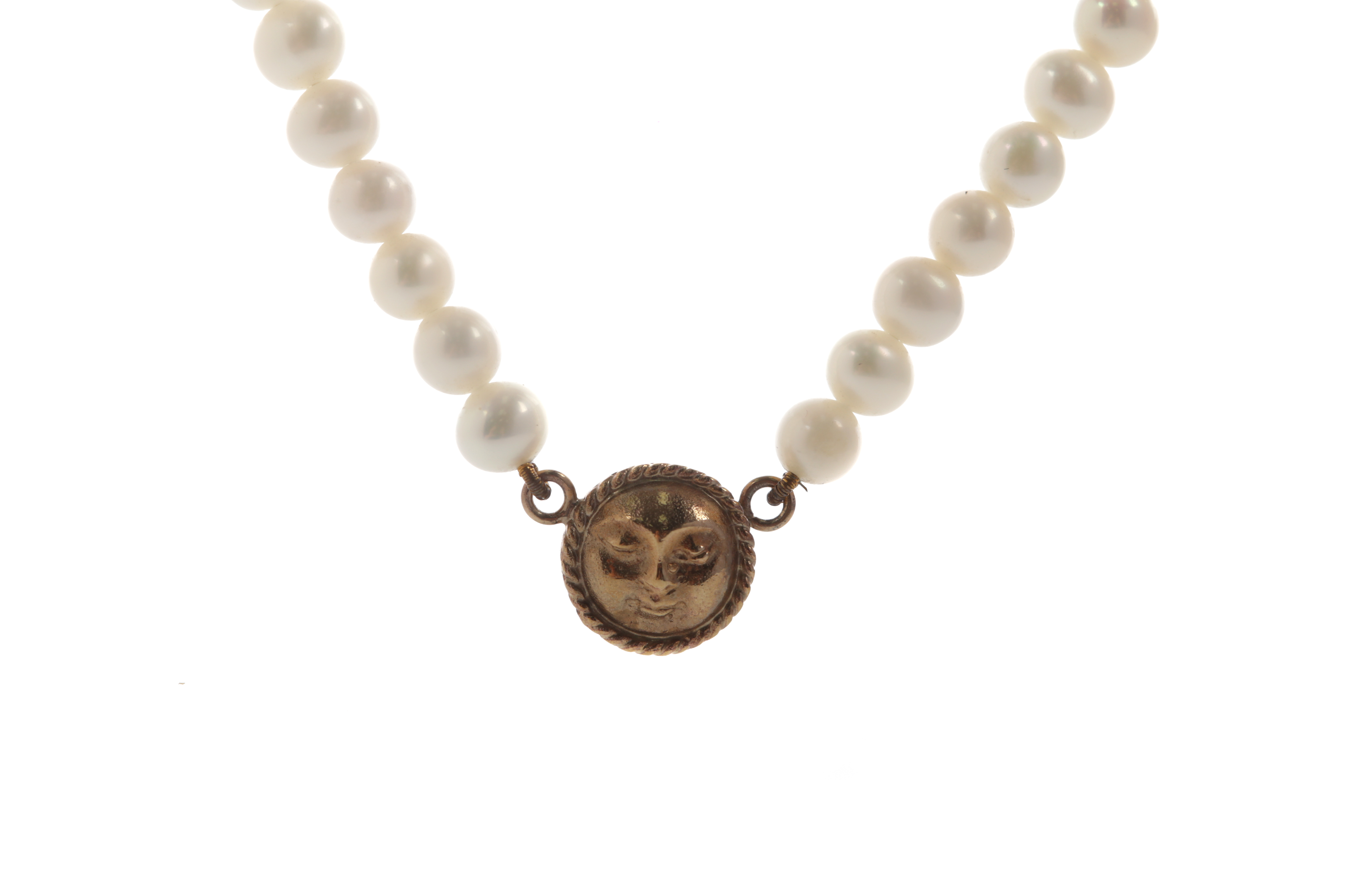A FAUX PEARL NECKLACE WITH GOLD MOON CHARM - Image 2 of 2