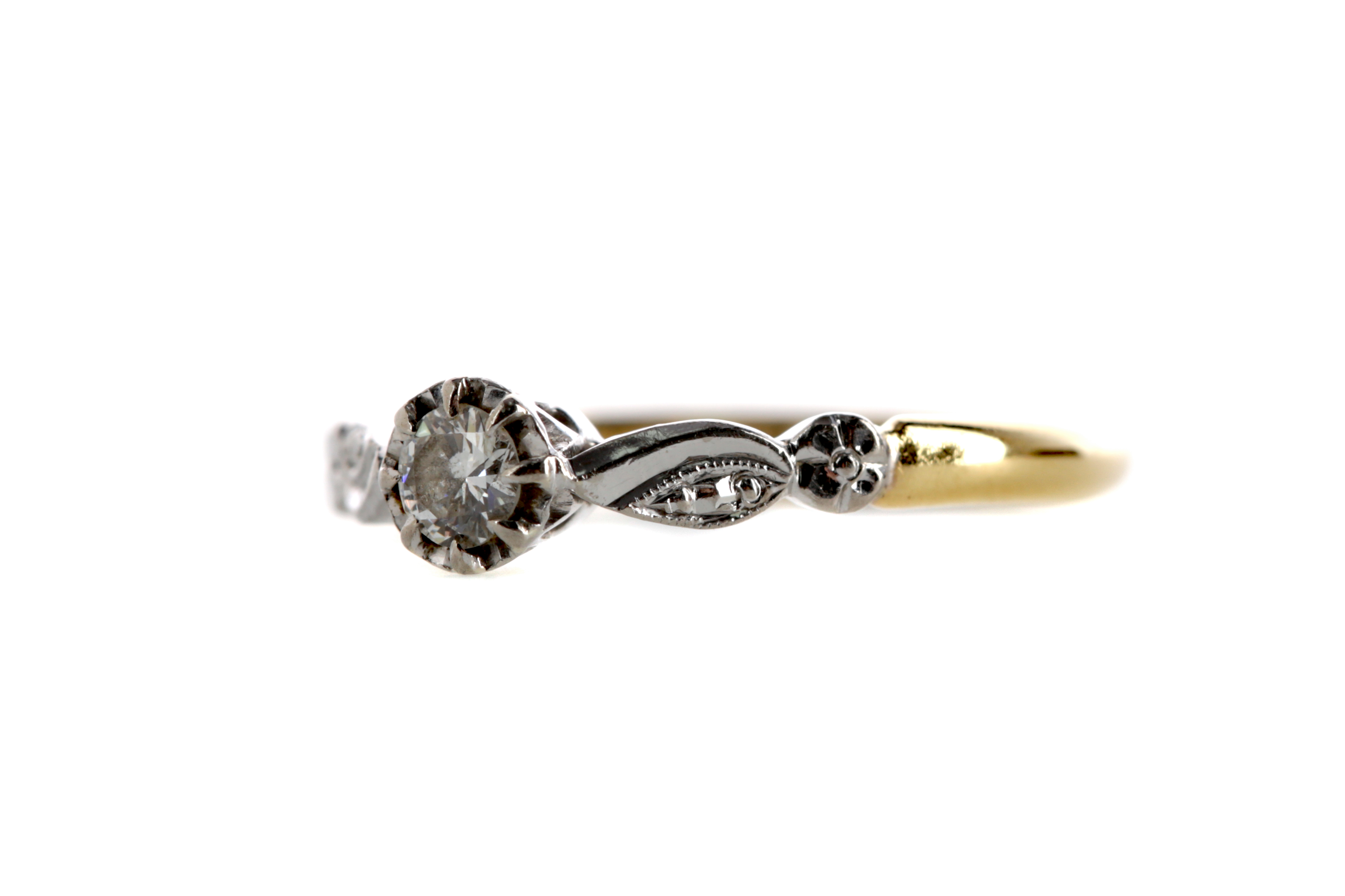 A DIAMOND SOLITAIRE RING - Image 2 of 2