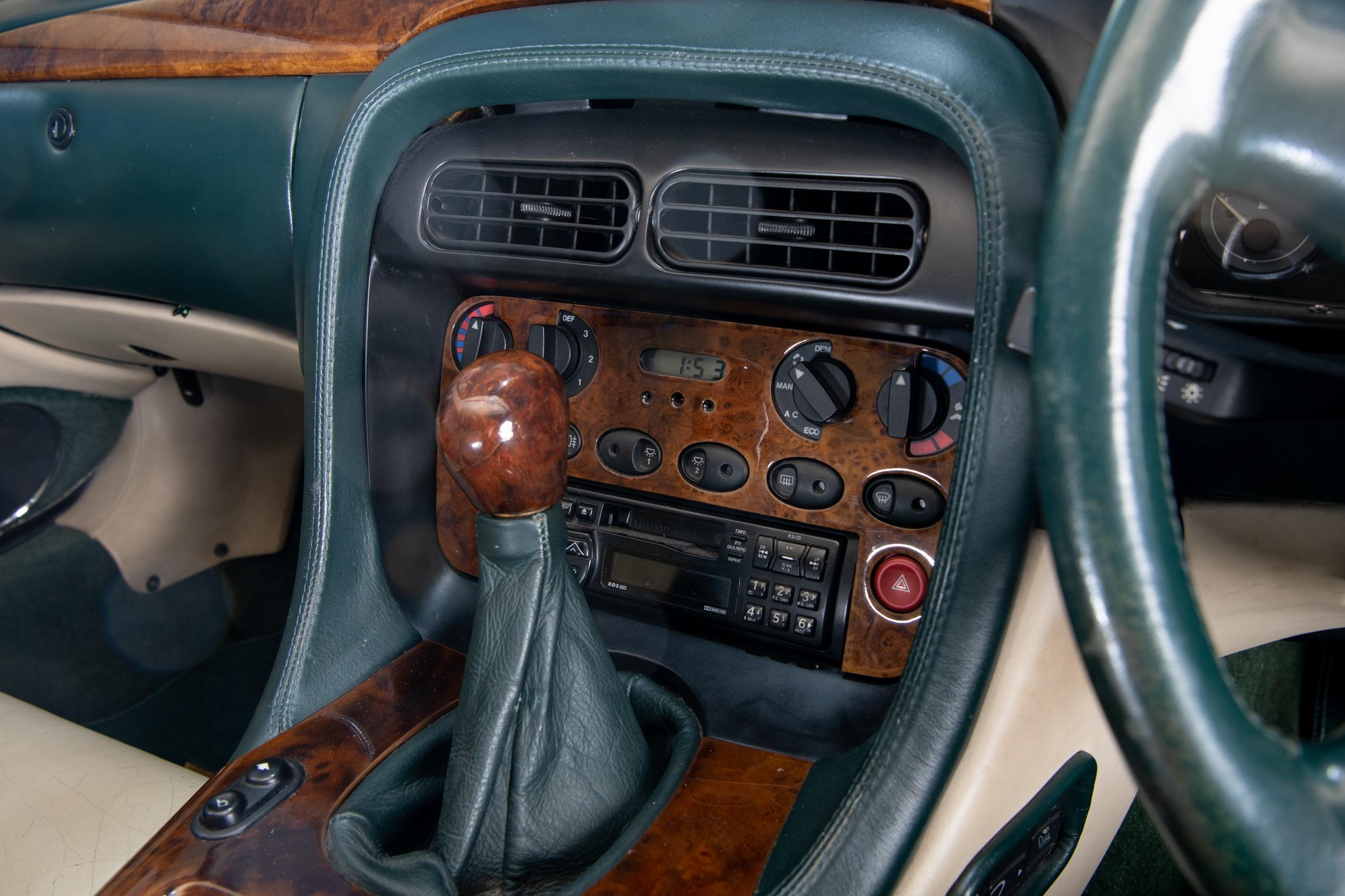 A 1995 ASTON MARTIN DB7 3.2 COUPE MOTOR CAR - Image 7 of 16