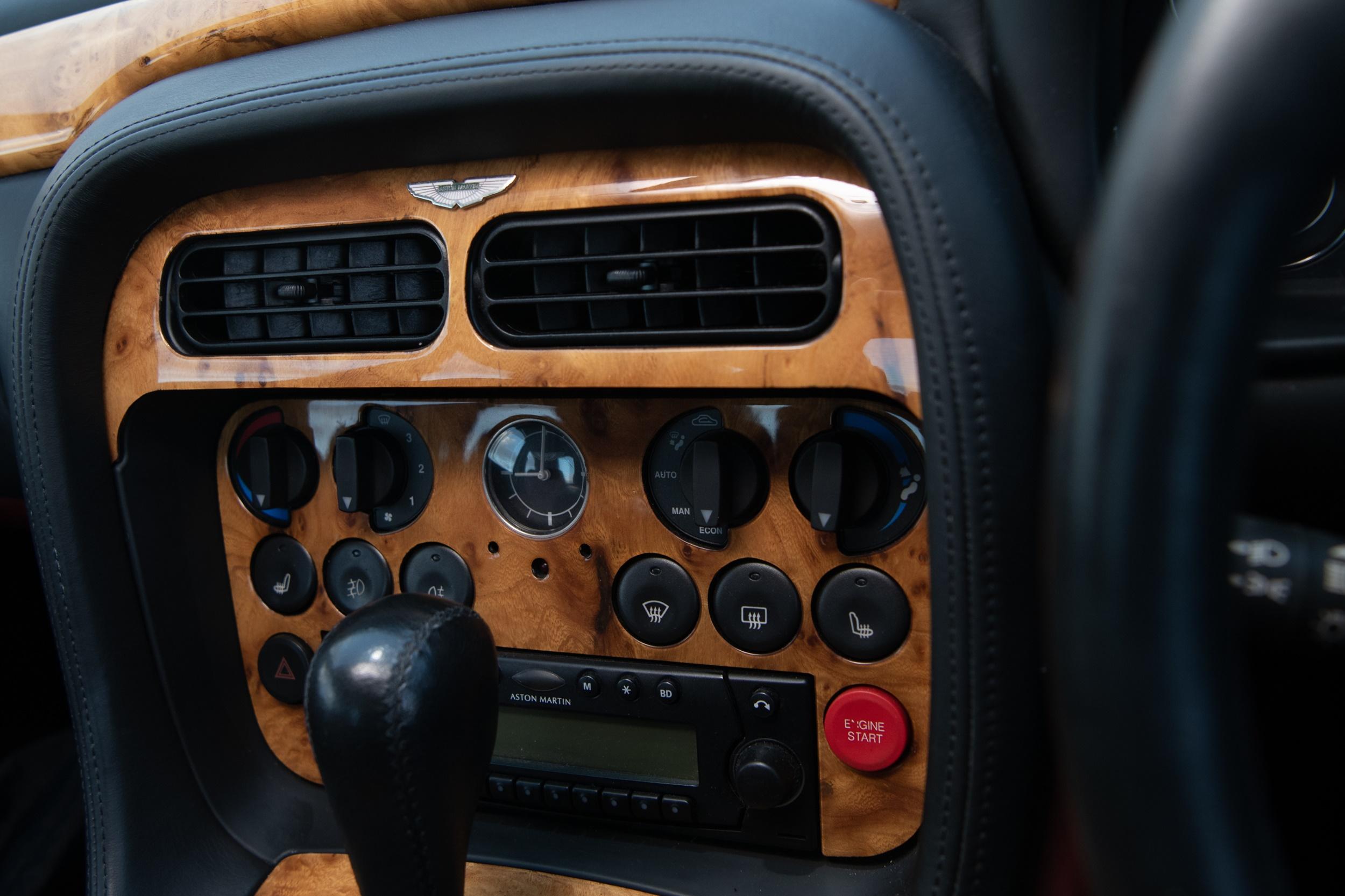 A 1995 ASTON MARTIN DB7 3.2 COUPE MOTOR CAR - Image 13 of 16