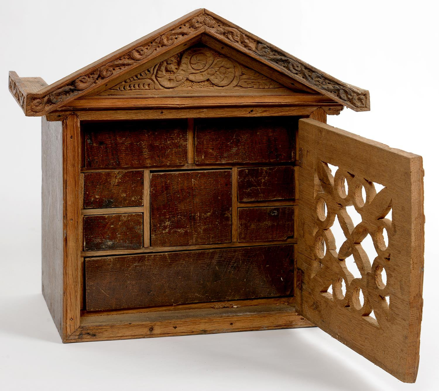 Lot 350 - MINIATURE FURNITURE. A ENGLISH MID 17TH C STYLE BOARDED  OAK  SPICE CUPBOARD WITH TRIANGULAR