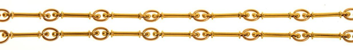 AN 18CT GOLD BATON-AND-OVAL LINK WATCH CHAIN, IN VICTORIAN STYLE, 47CM L, SHEFFIELD 1999, 36G Good