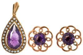 A PEAR SHAPED AMETHYST AND SPLIT PEARL PENDANT, IN 9CT GOLD, 26MM EXCLUDING SUSPENSION LOOP,