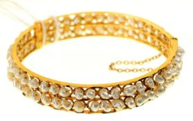 A SOUTH EAST ASIAN GOLD AND BAROQUE PEARL TWO ROW BANGLE, APPROX 63MM DIAM, UNMARKED, 23G Complete