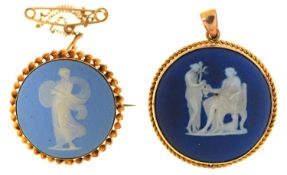 TWO CIRCULAR GOLD BROOCHES, EACH SET WITH A WEDGWOOD JASPER CAMEO, C1900, 26 AND 29MM DIAM,