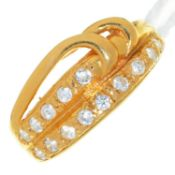 A WHITE STONE SET 22CT GOLD RING, LONDON, PROBABLY 1997, 4.1G, SIZE N