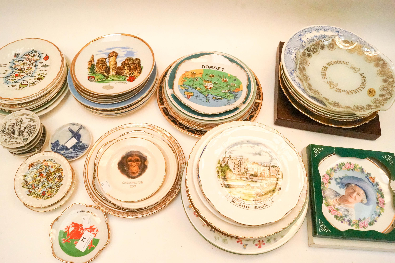 Lot 52 - A quantity of commemorative and souvenir plates