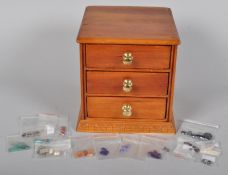 A good collection of assorted loose gem stones to include lapis lazuli, amethyst, perdot, citrine,