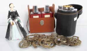 A leather flask, flask set,