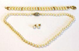 Perlen-Schmuckset: Kette mit Gelb- und Weißgold Schließe mit Diamanten, L 46 cm, Armband mit 14 k