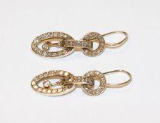 Paar dekorative 14 k (geprüft) Gelbgold Ohrhänger mit Diamanten, L 3 cm
