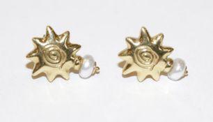 Paar 18 k Gelbgold Ohrstecker mit je einer Perle, 5,2 gr