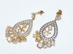 Paar dekorative Sterlingsilber/vergoldete Ohrstecker mit Glassteinen besetzt, L 4,5 cm