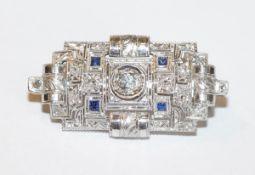 18 k Weißgold Brosche mit Diamanten und Safiren, schöne Handarbeit, B 3,5 cm