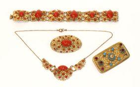 Dekoratives Doublé Schmuck-Set in Floraldekor mit roten Glassteinen, Armband, L 18 cm, Collierkette,