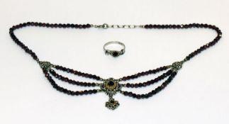 Granat/Silber Trachten-Collier, teils vergoldet, L 40 cm, und Silber/Granat Ring, Gr. 54
