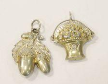 2 Silber Anhänger, Eicheln und Blumenkorb, wohl Augsburg ?, mit Restvergoldung, L 4/4,5 cm