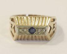 14 k Gelbgold Ring mit Safir und 4 Diamanten in Weißgold gefaßt, 5,7 gr., Gr. 63, ältere Handarbeit