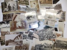A quantity of approximately 400 postcards, including local Devon views and sentimental subjects.