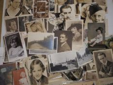 A quantity of approximately 500 postcards.