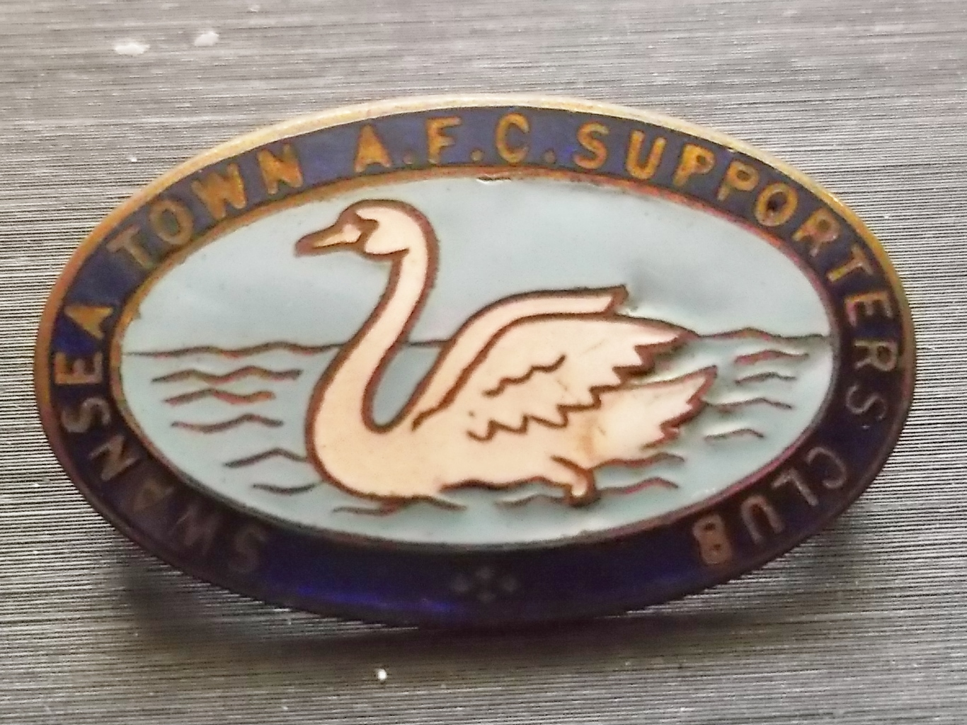 Lot 26 - SWANSEA - VINTAGE SUPPORTERS CLUB BADGE