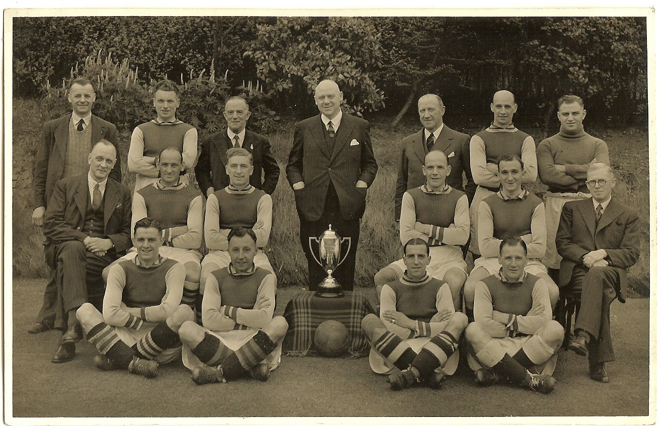 Lot 22 - ASTON VILLA 1943 WAR CUP WINNERS TEAM GROUP PRESS PHOTOGRAPH