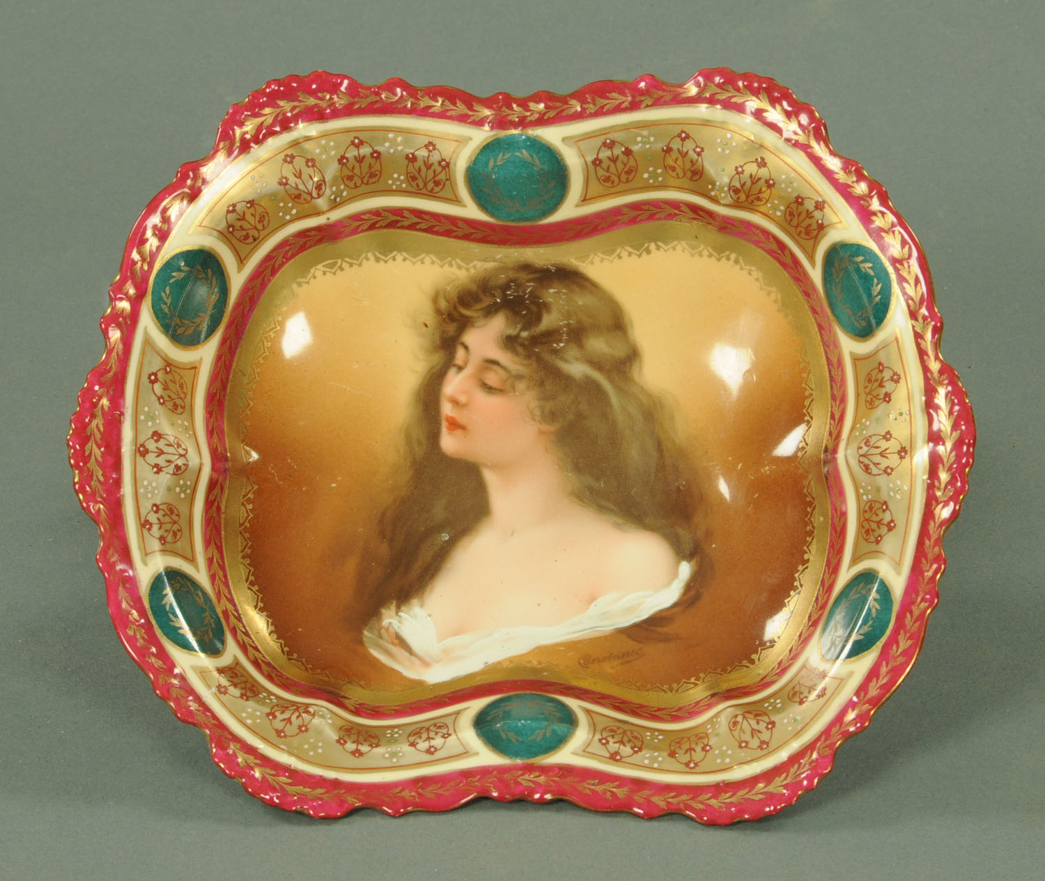 Lot 11 - A Vienna porcelain cabinet bowl, decorated with a female portrait bust,