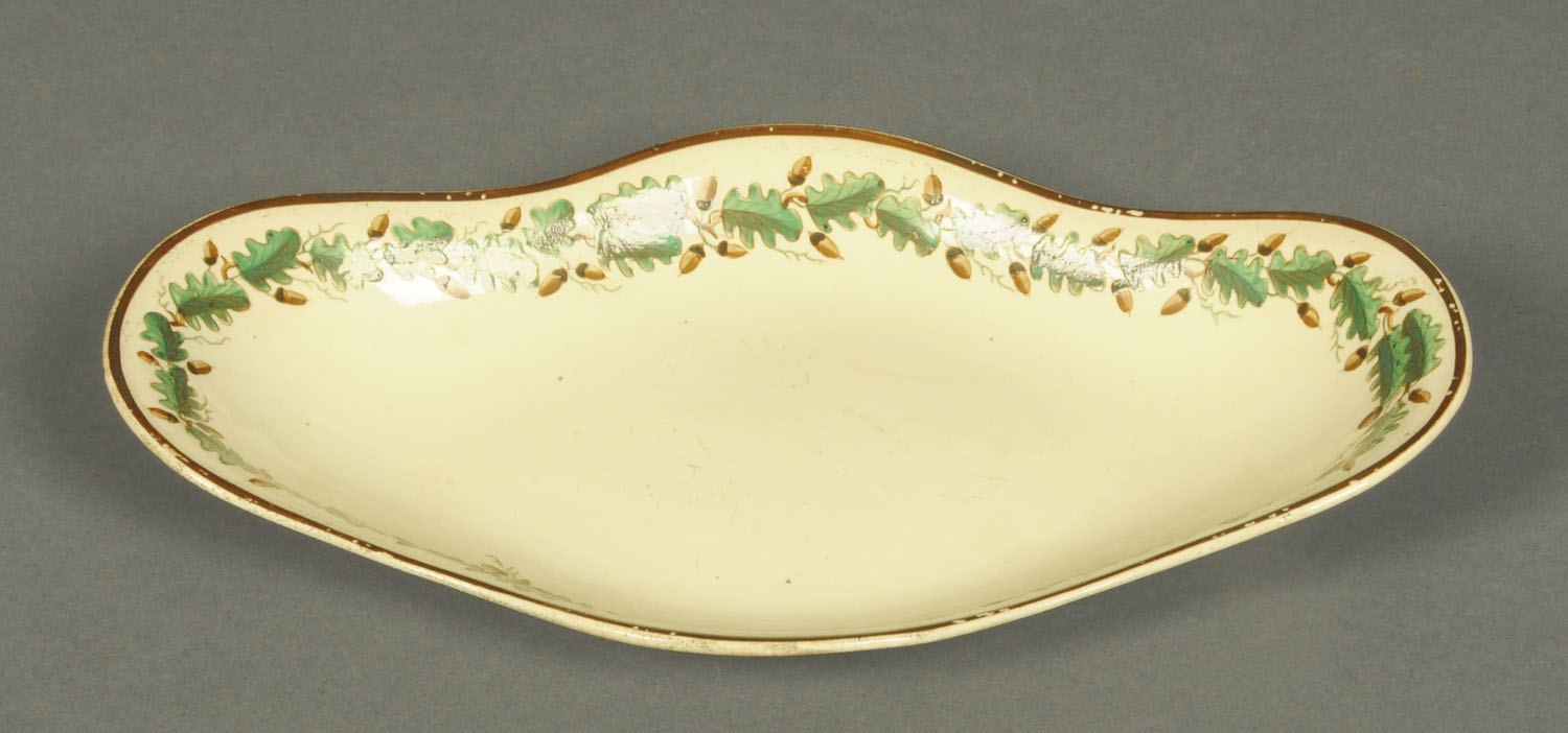 Lot 17 - A Wedgwood creamware shaped stand, decorated with polychrome running acorn and oak leaf border.