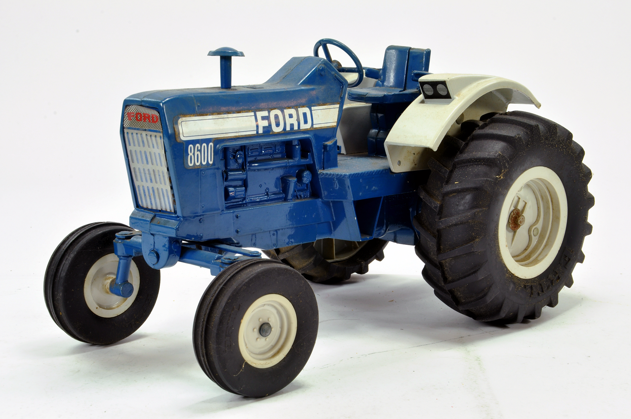 Lot 553 - Ertl 1/12 Ford 8600 Tractor. Generally G.