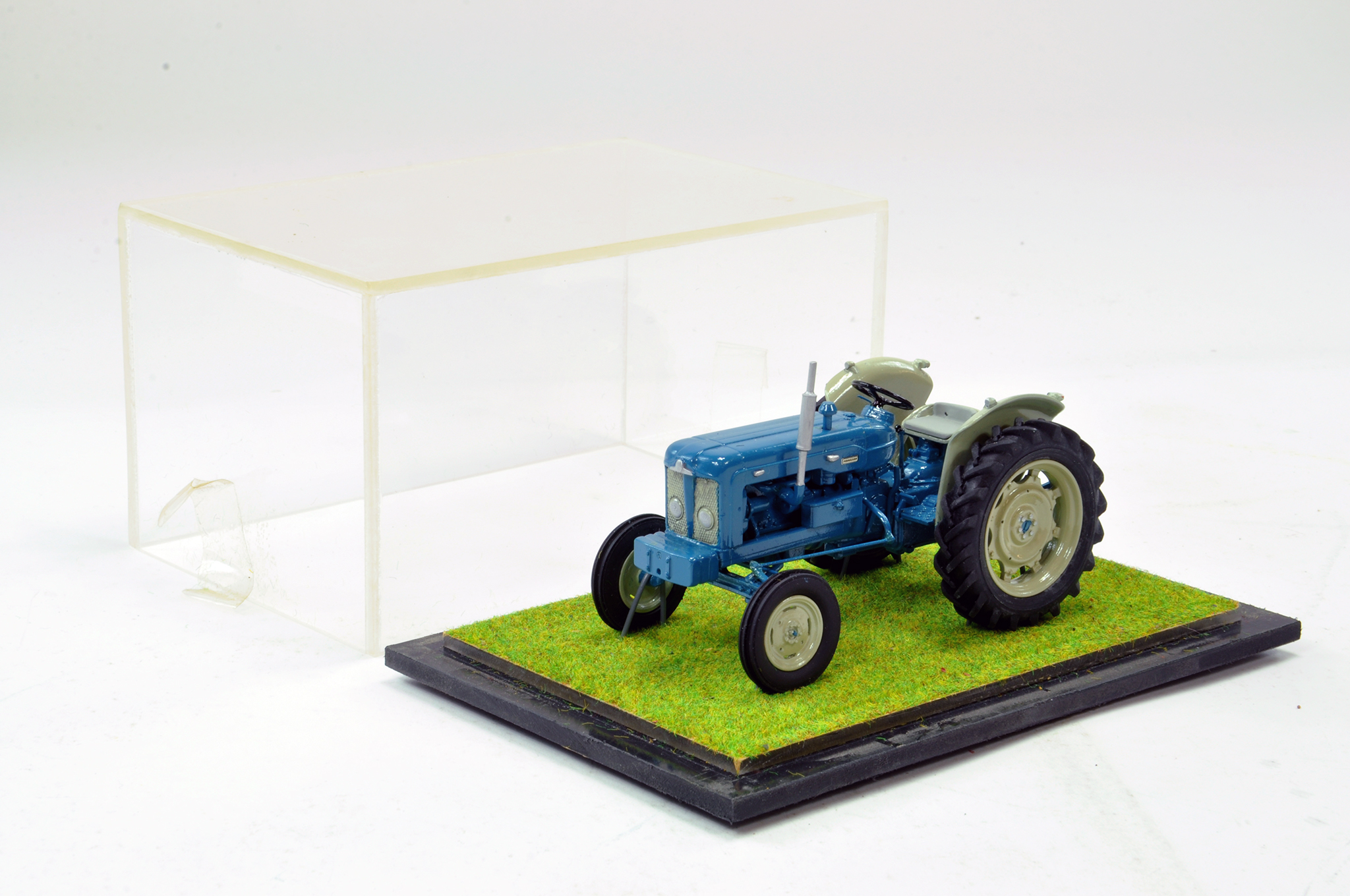Lot 241 - Scaledown Models 1/32 Hand Built Fordson Major New Performance Tractor. Superb model is generally