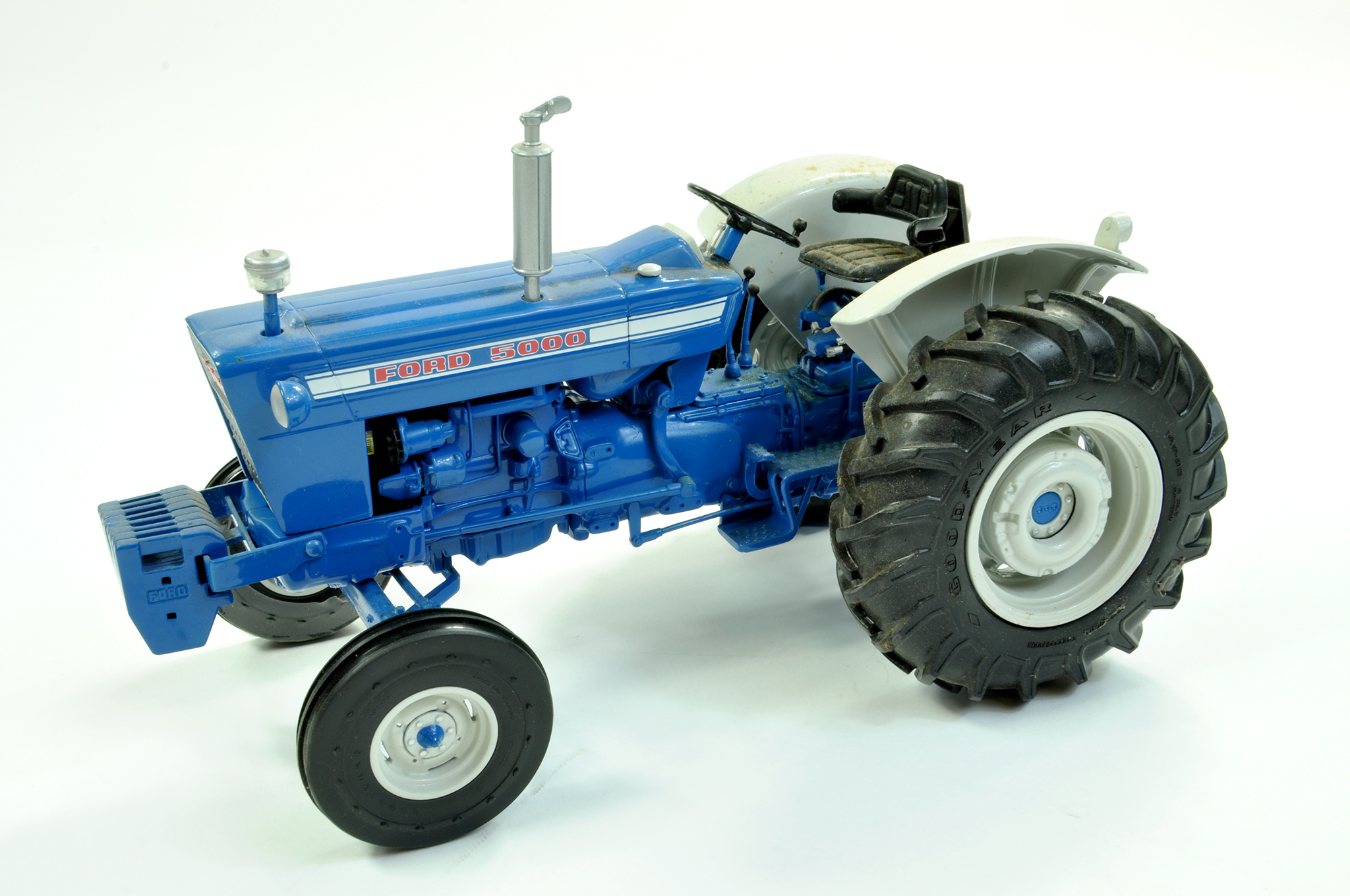 Lot 2 - Ertl 1/16 diecast Farm issue comprising Precision Series Ford 5000 Tractor, USA Spec. With Medal.