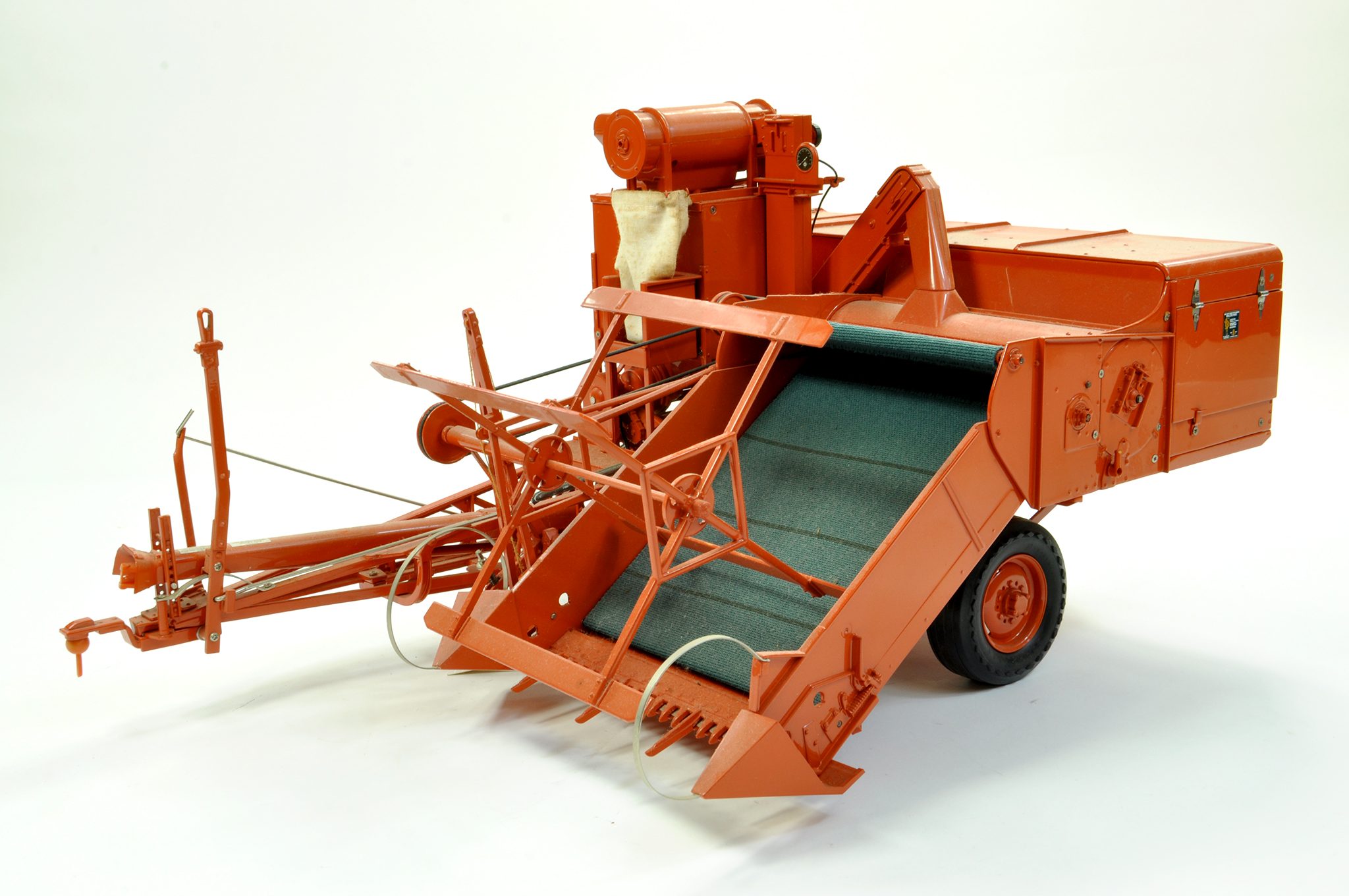 Lot 46 - Franklin Mint 1/12 Precision Farm issue comprising Allis Chalmers Type 60A All Crop Combine