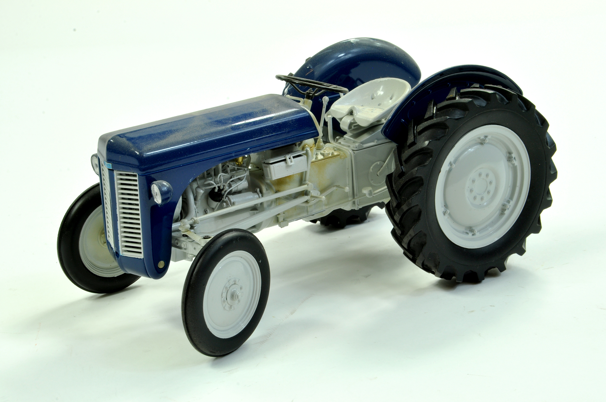 Lot 43 - Universal Hobbies 1/16 diecast farm issue comprising Ferguson TE20 Estate Tractor. Limited