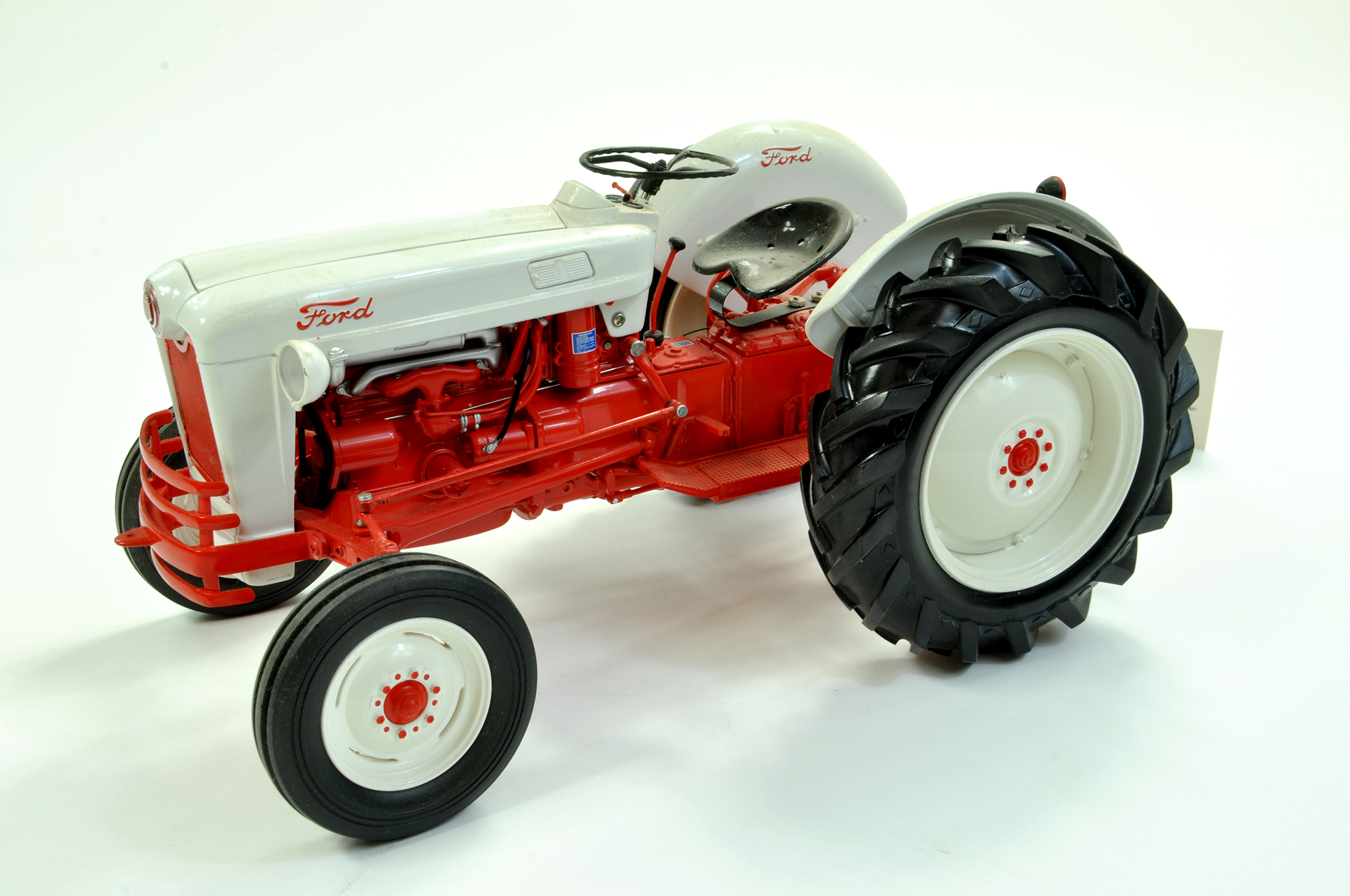 Lot 1 - Franklin Mint 1/12 Diecast Farm issue comprising Precision Detail 1953 Ford Jubilee Tractor. With