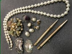 A collection of costume jewellery to inc
