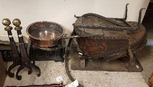 A collection of metal wares to include a